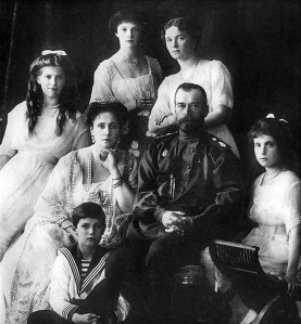 Russian_Imperial_family,_1913_a